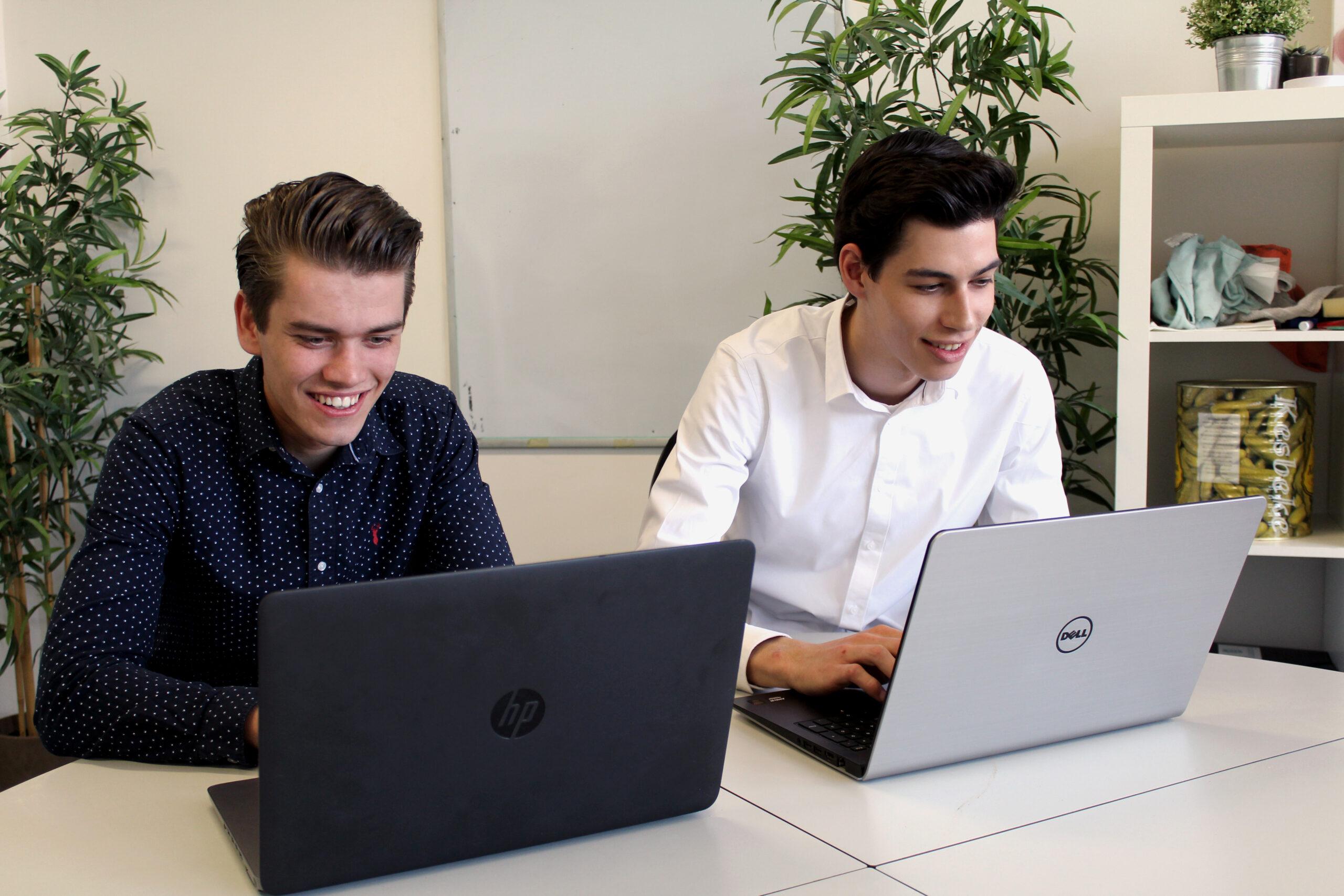 Alex_en_Luuk_werken